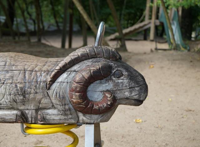Naturgenuss pur: Der Tierpark Arche Warder. Der tolle Spielplatz der Arche Warder und die Spielarche laden zum Toben ein.