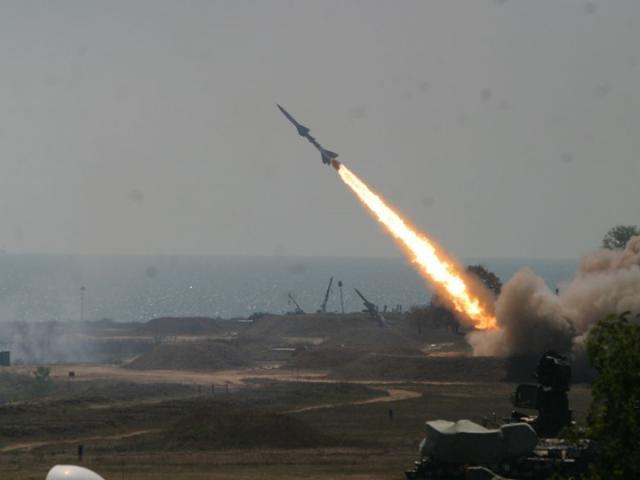 عاجل صاروخ باليستي يستهدف مأرب