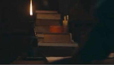 Gambar 14. Humaira Menyalakan Lilin