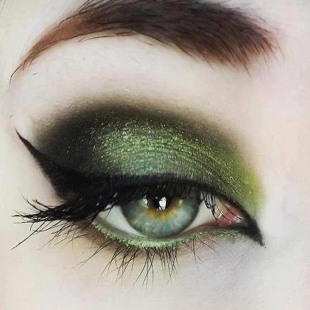 We are sharing Latest Smoky Eyes Makeup 2013 Hope you like itViridian Green Eyes