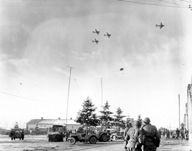Bastogne picture of planes