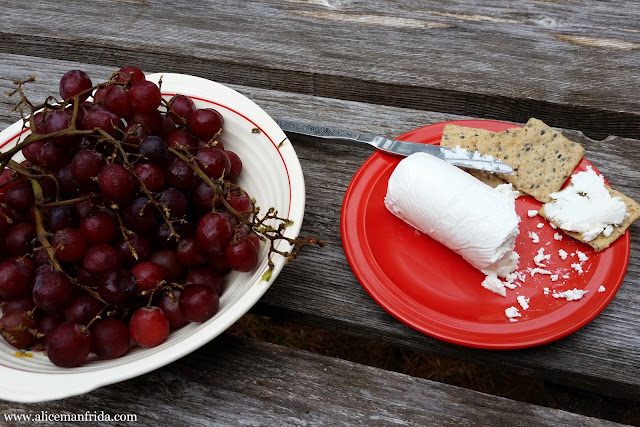 What I Ate, grapes, red grapes, crackers, goat cheese, gluten-free