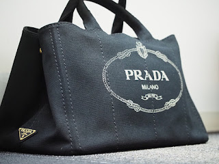 プラダのカナパ ブラックショルダーストラップ付バッグをお買い取り致しました