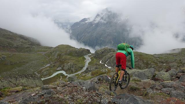 Bikebergsteigen in Sölden. Sölden mit dem Mountainbike.
