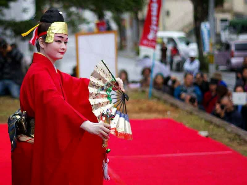 red kimono, dance on outdoor stage