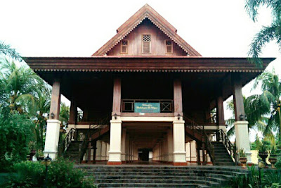 Rumah Doloupa Adat Gorontalo