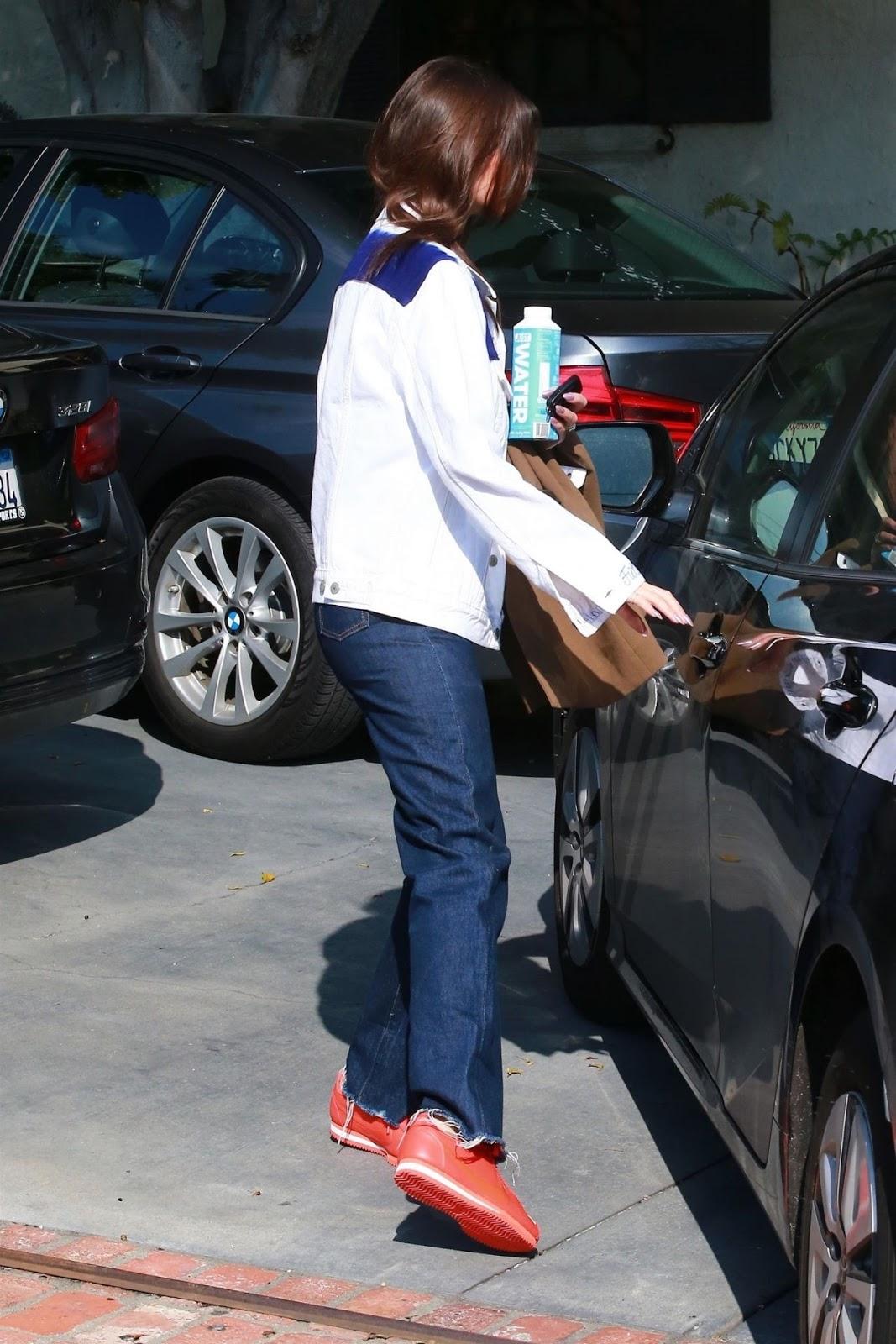 Emily Ratajkowski – Leaving a Studio in Hollywood - 03/04/2019