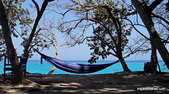 Rede à beira mar no Hotel San Pedro de Majágua, nas Ilhas do Rosário, Colômbia