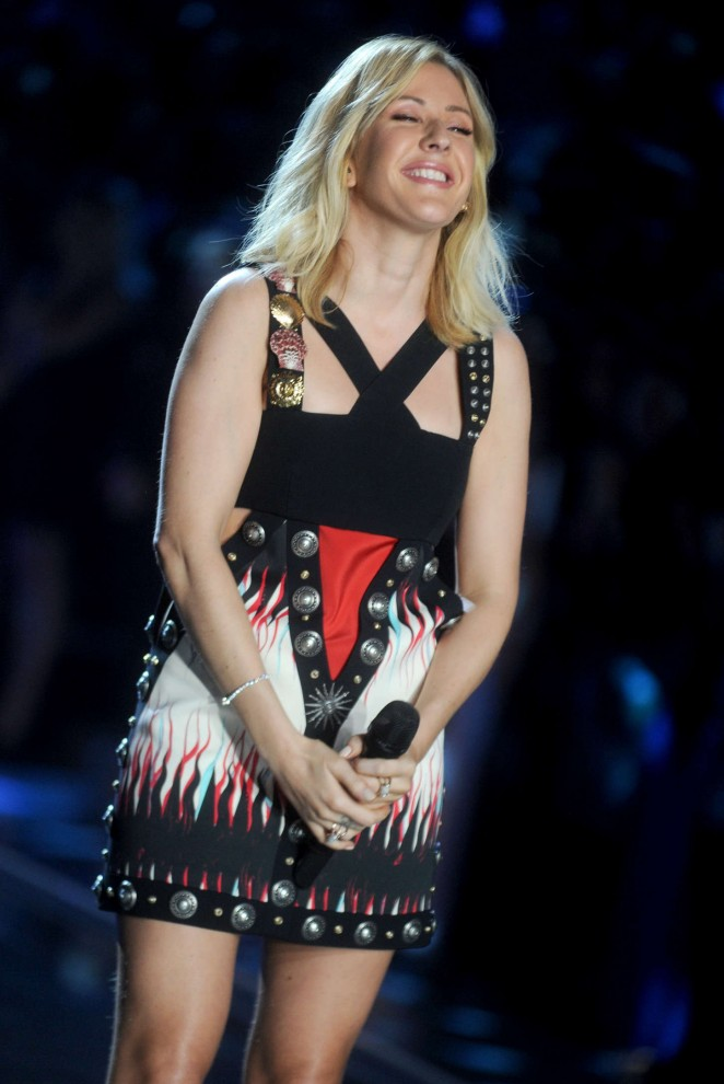 Singer Ellie Goulding Stills At Fashion Show Runway