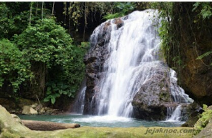 Rong Kambu, Indahnya Menikmati Air Terjun Dibawah Rimbunya Hutan Durian