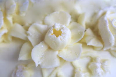 Narzisse aus Buttercreme spritzen