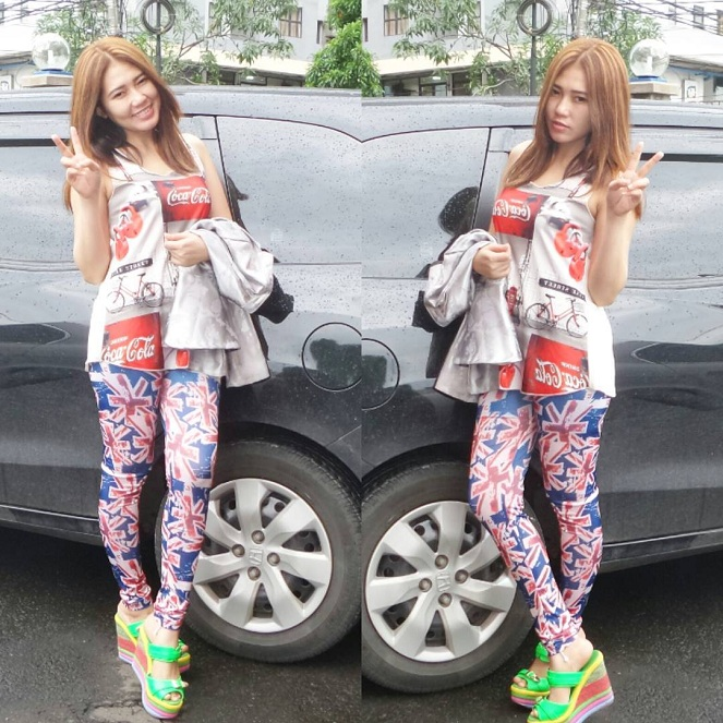 Pose Artis Cantik Paling Hot Via Vallen : Kiddle.ID
