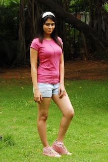 Actress Sayenthara sizzling 002.jpg