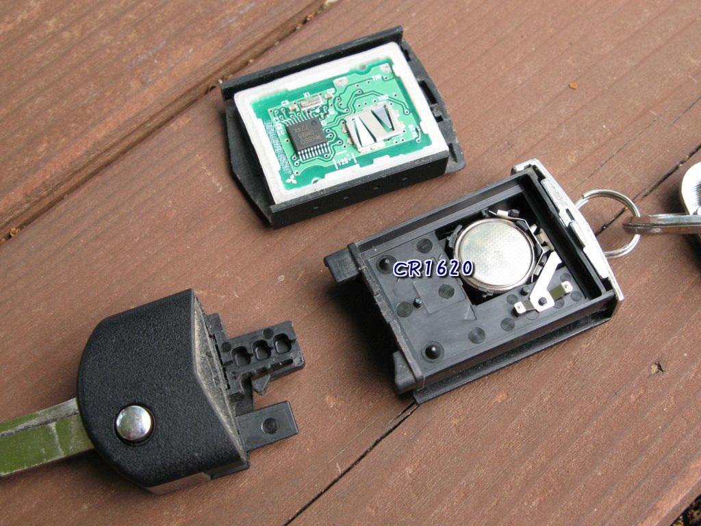 DOHC 16 VALVE: ワイヤレスキーの電池交換