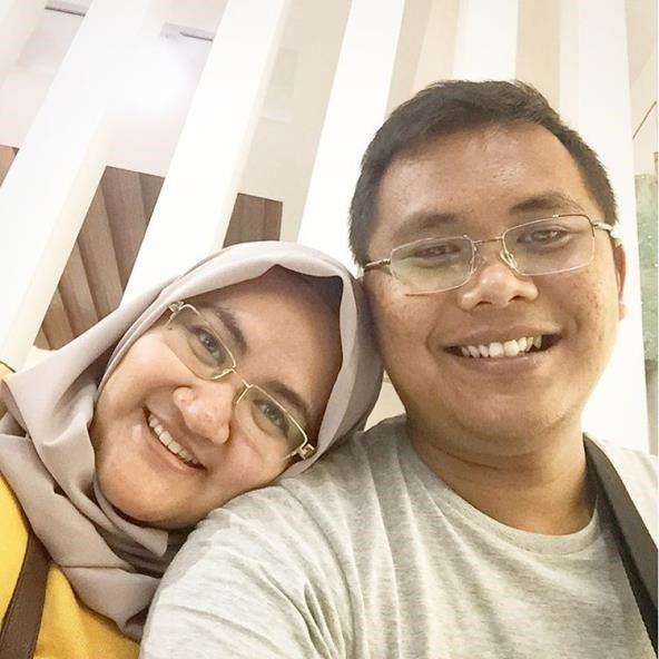 update photo mega utami berjilbab dan suami terbaru