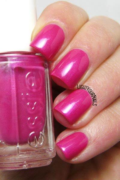 Essie Tour de Finance smalto nail polish
