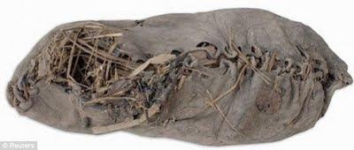 sepatu-tertua-di-dunia