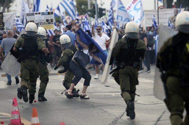 Κυβέρνηση ΣΥΡΙΖΑ προς αστυνομικούς: βαράτε!
