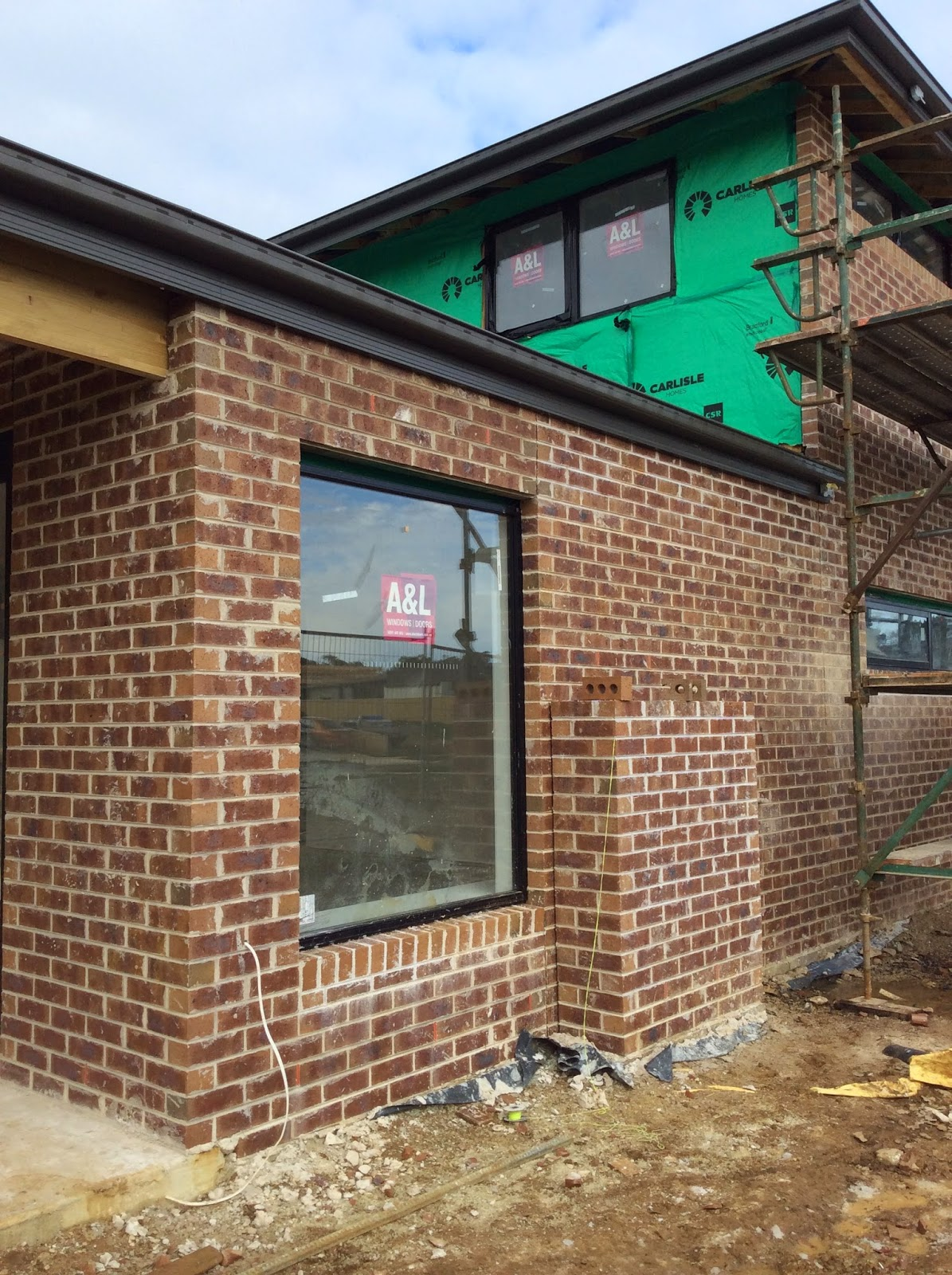 Building Nelson Brick Clean Boral Mocha With Off White