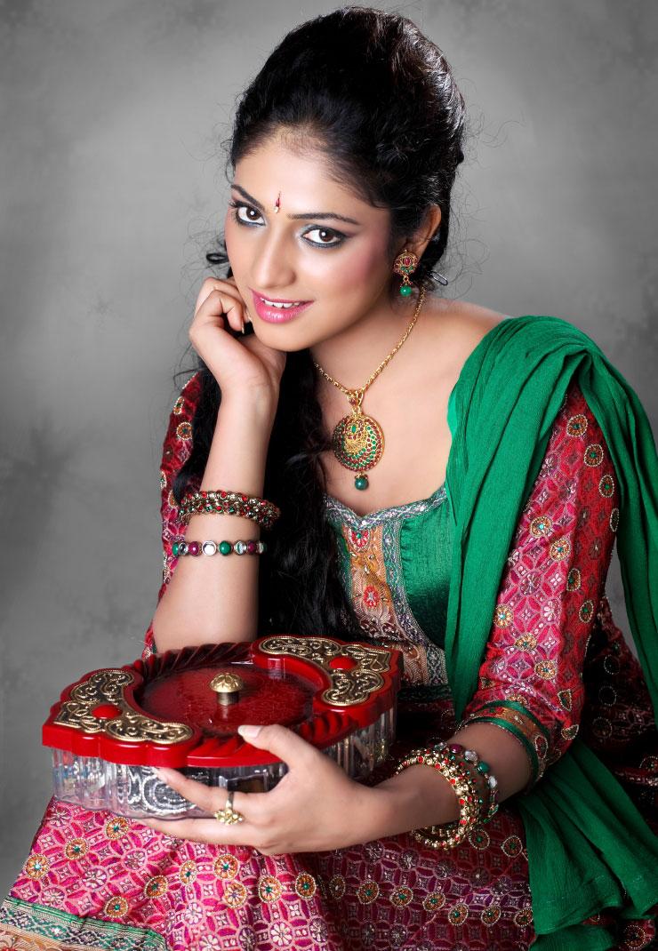Hari priya cute n hot collection