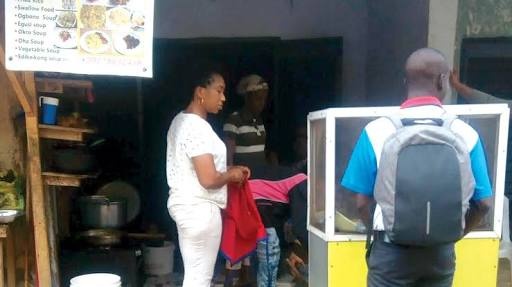 Robbers Break Into Lagos Canteen, Cart Away Pots Of Soup and Other Foods