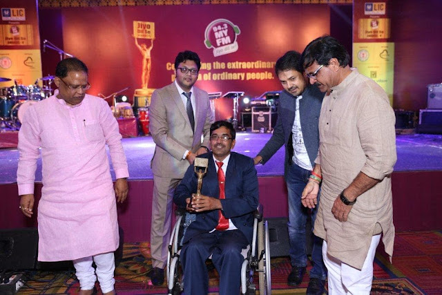 Mr  Pyare Lal Winner JDS receing Award from (Left to Right) 1  Mr  Amar Agrawal Hon  Minister C G  Govt 2  Mr  Nishant Vijayvargiya 94 3 MY FM 3  Anuj