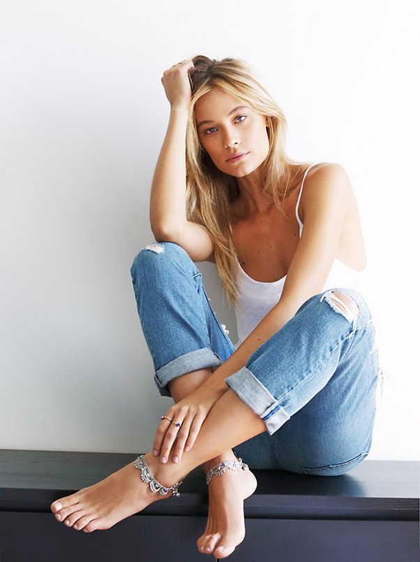 free people summer, boyfriend jeans, anklet outfit