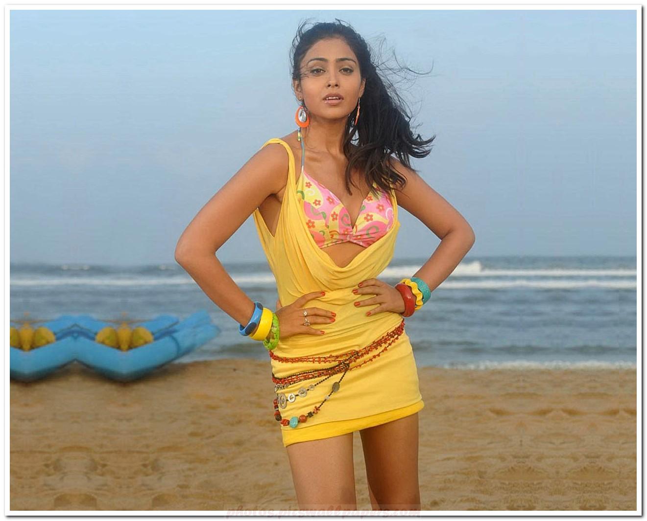 hot bikini saran Shriya