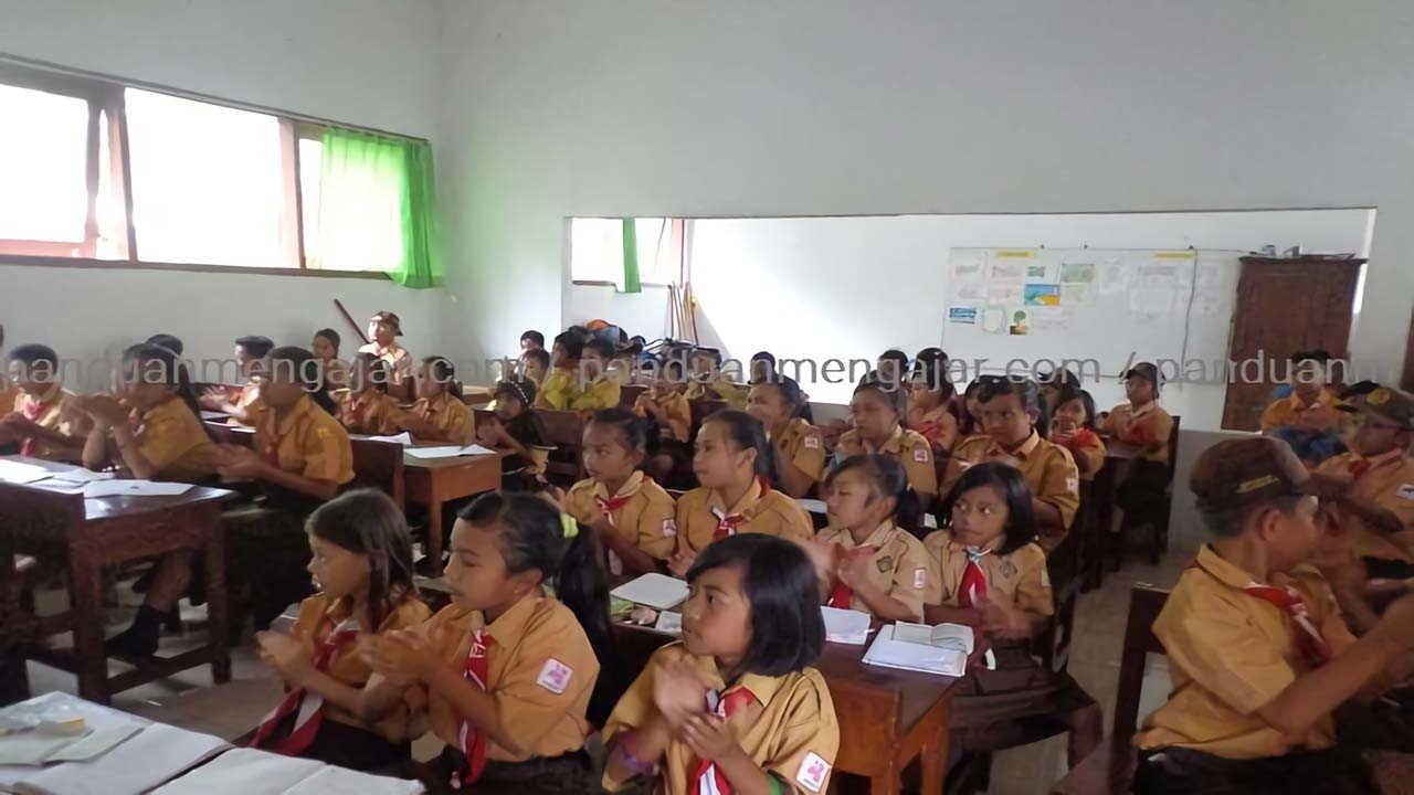 siswa belajar di kelas