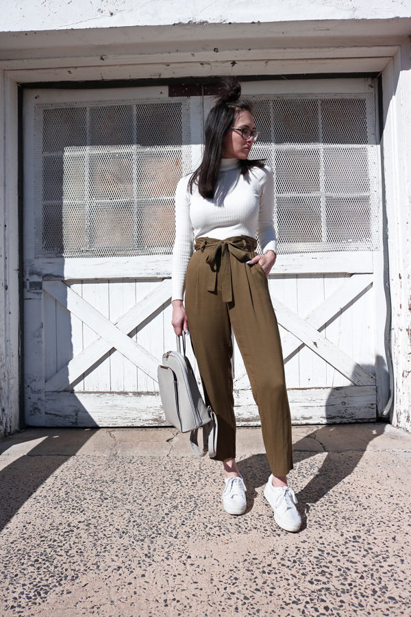 White Sneakers and cropped pants are a spring 2017 trend