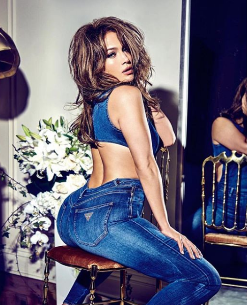 Jennifer Lopez shows off her ASSets in tight blue jeans