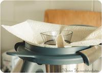 Mixbehälterdeckel mit Papiertuch