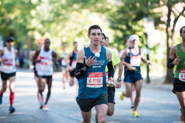 Michal Kapral joggling juggling Chicago Marathon 2016 joggler