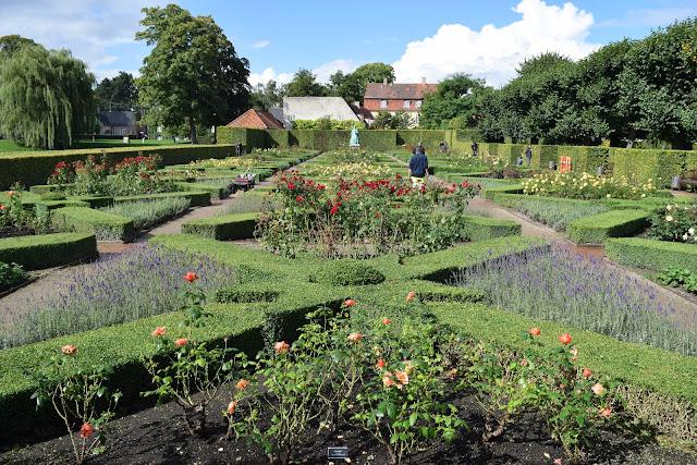 rosenborg castle gardens, copenhagen, Kongens Have, rose gardens