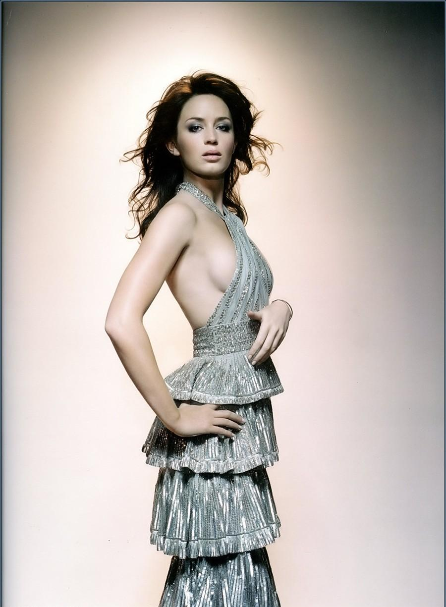 Is a cute Emily Blunt nude photos 2019