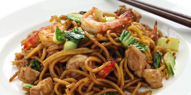 Membuat Mie Goreng Seafood Spesial