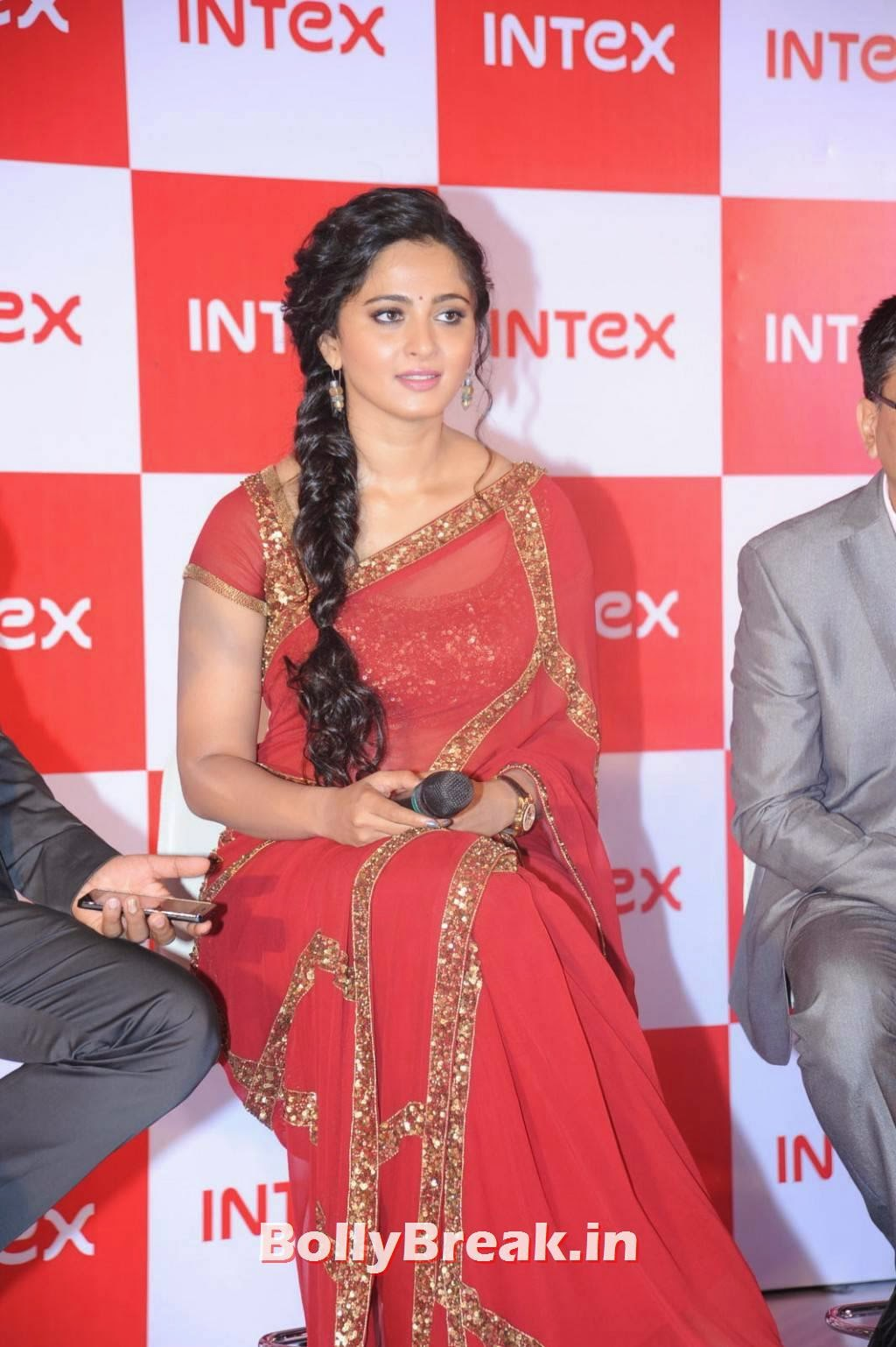 , Anushka Shetty Hot HD Pics in Red Saree