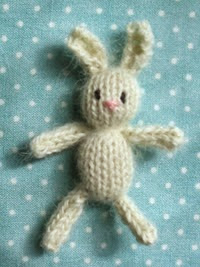 http://translate.googleusercontent.com/translate_c?depth=1&hl=es&rurl=translate.google.es&sl=auto&tl=es&u=http://littlecottonrabbits.typepad.co.uk/free_knitting_patterns/2008/05/teenie-tinies.html&usg=ALkJrhhAj6WvSHD-U4z4OQCUPDbGEmiqGw