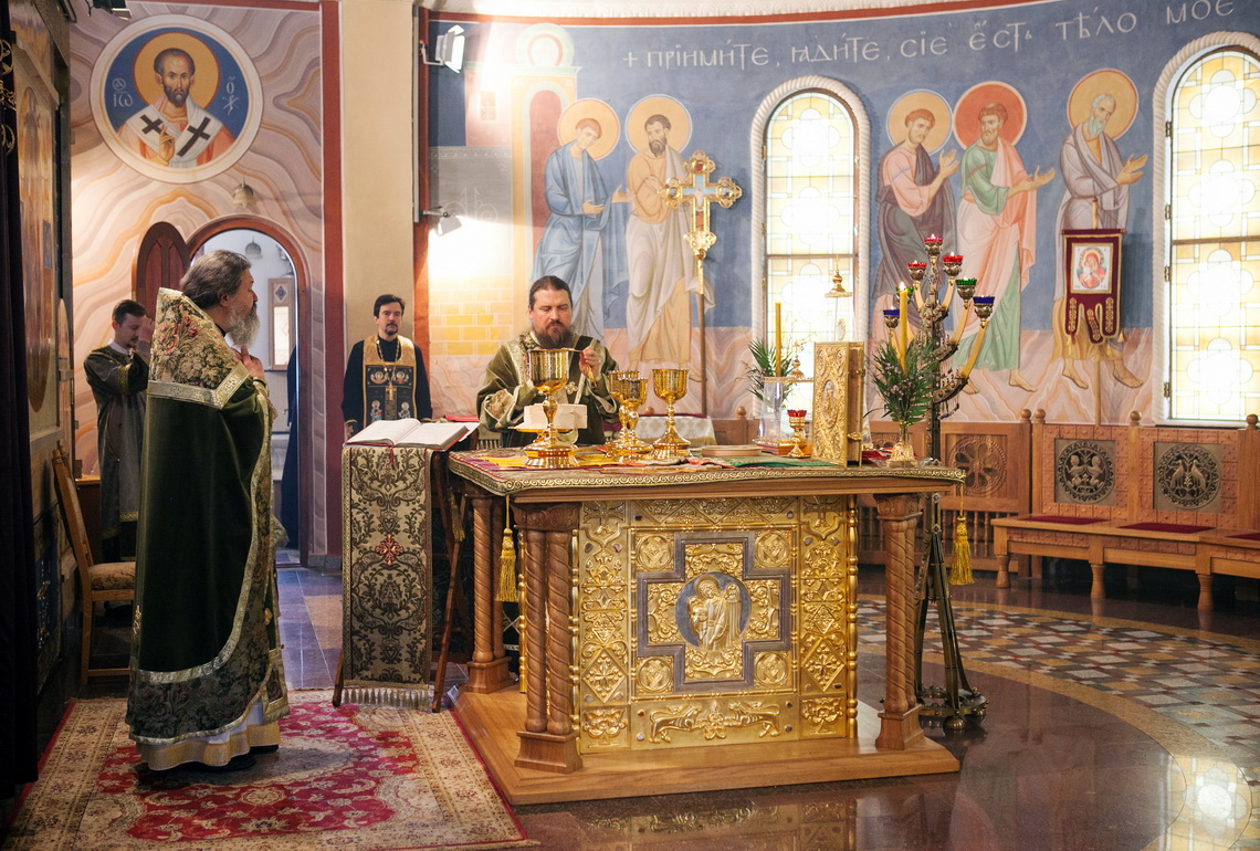 why do orthodox christians pray facing east and why does the priest not face the people when he. Black Bedroom Furniture Sets. Home Design Ideas