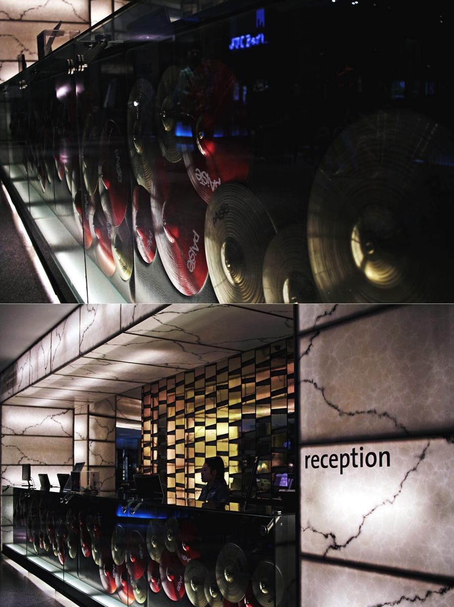 hard rock hotel reception