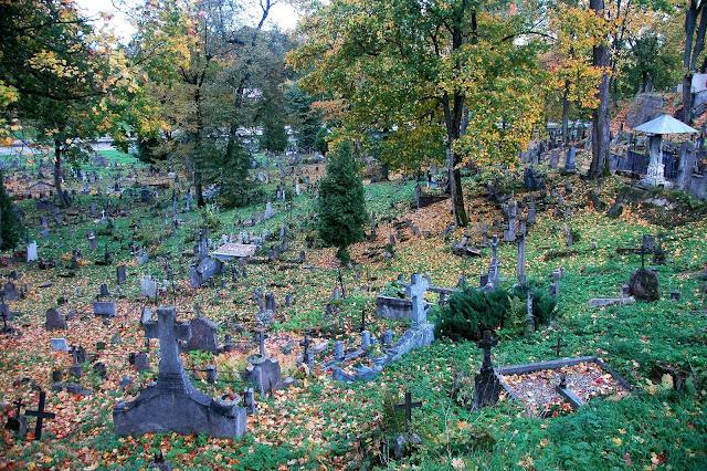 książki na jesień, książki na jesienne wieczory, wilno, cmentarz w wilnie, zaduszki, haloween