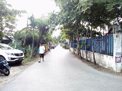 menyemen jalan utama komplek