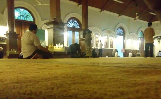 adab keluar masjid dalam kitab bidayatul hidayah