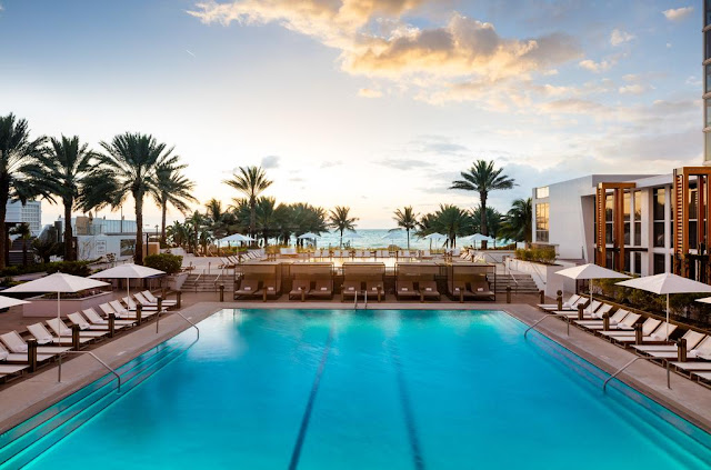 Piscina de hotel em Miami