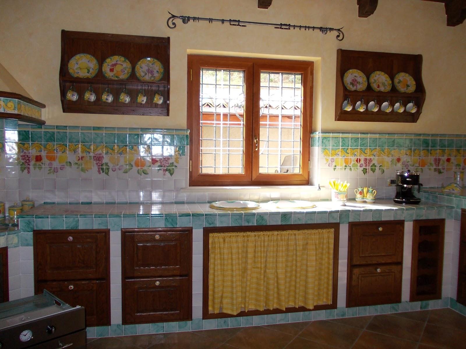 Stufe muratura provenza arredamento cucine murate foto for Riviste arredamento cucine