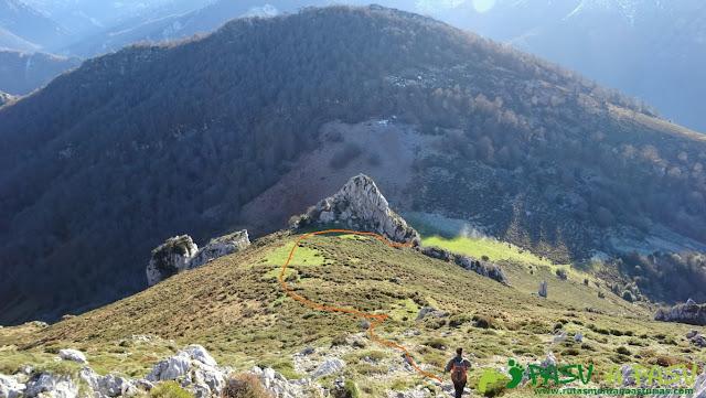 Bajando de Peña Riegos a la Collá Isorno