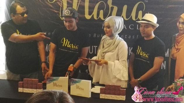 Sidang akhbar semasa majlis memorandum Equal Herbs Sdn Bhd bersama Duta Maria Miracle, Hafidz Roshdi