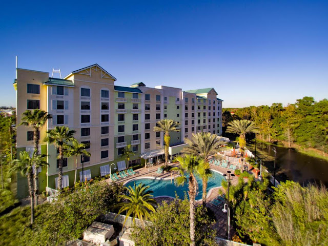 Experience Comfort Suites Maingate East, An Affordable family-friendly, all-suite hotel near Disney in Kissimmee, FL.