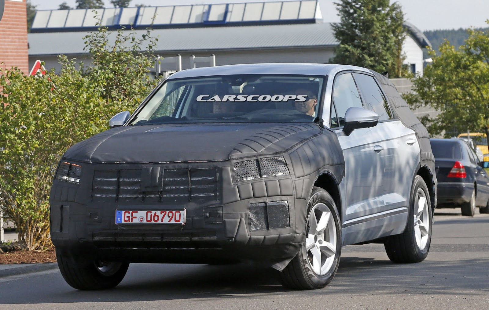 next generation volkswagen touareg scooped with updated design carscoops. Black Bedroom Furniture Sets. Home Design Ideas