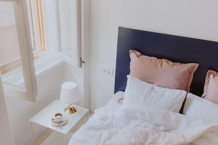 jak odświeżyć sypialnię na wiosnę